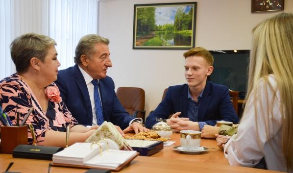 Сергей Лукин встретился с Тимофеем Савинковым, его мамой и сестрой.
