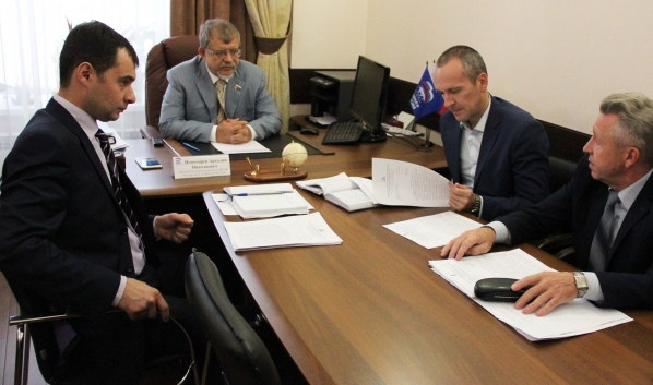 Строительство школ и детсадов обсудил с властями Аркадий Пономарев.