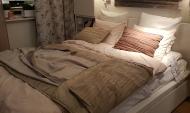 Горожанка хотела купить кровать.