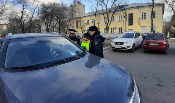 Пешеходов и водителей штрафовали за нарушения.