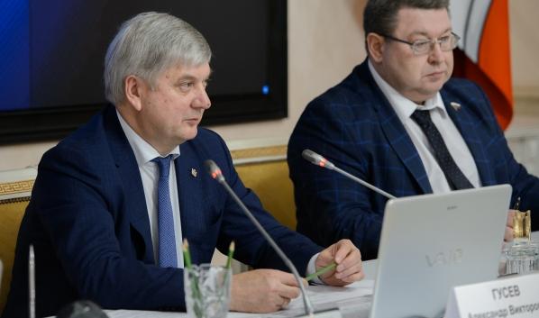 Александр Гусев провел круглый стол.