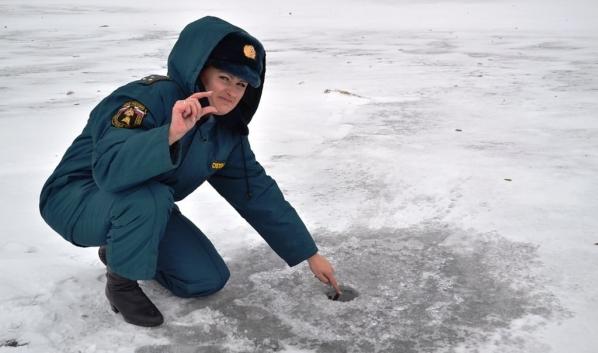 Лед еще недостаточно толстый.