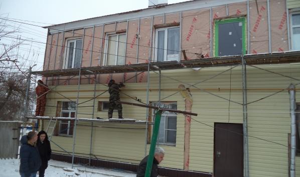 Ремонт фасада не завершили в срок.