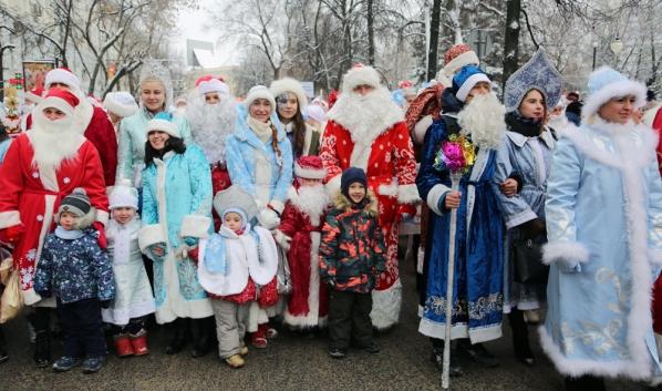 Традиционный парад Дедов Морозов.