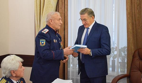 Сенатор Сергей Лукин провел прием граждан в Воронеже.