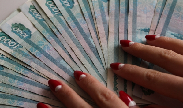 Вместе с девушкой пропали деньги.