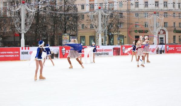 Каток на площади Ленина.