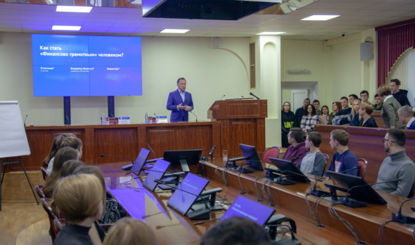 Владимир Салмин провел лекцию в ВГУ,