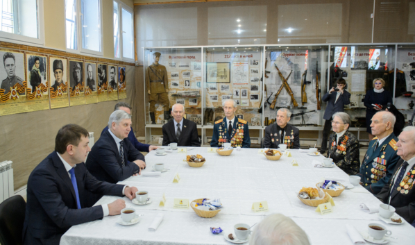Губернатор на встрече с ветеранами.