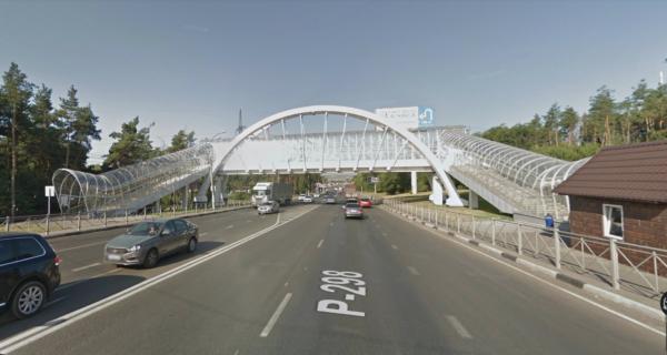 Вот такой переход около «Танка» в Советском районе Воронежа. Посмотрите, как долго по нему придется идти. Зато машинам — удобно.