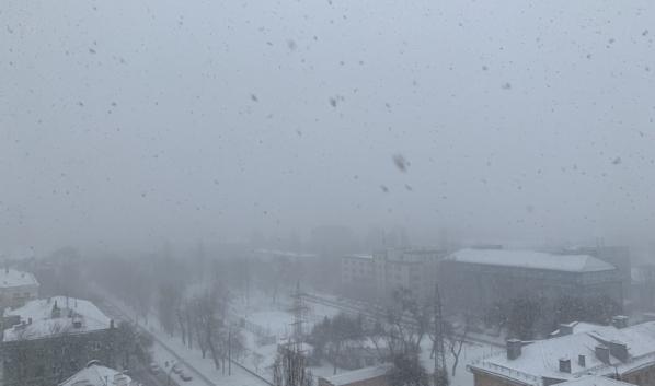 В Воронеже начался снегопад.