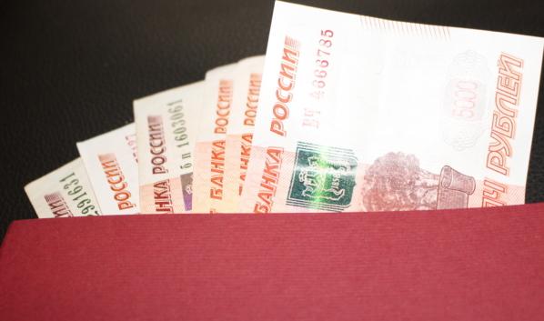 Педагог получил взятки от студентов.