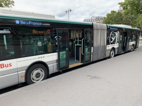 Вместительный и комфортабельный автобус.