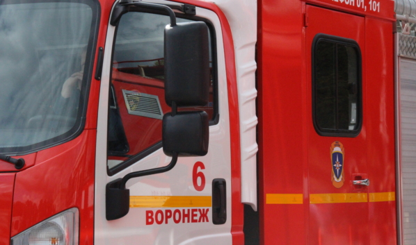 С огнем боролись 8 спасателей.