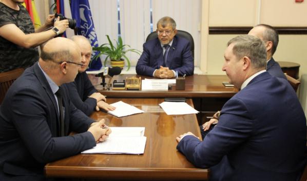 Прием горожан провел депутат Госдумы Аркадий Пономарев.