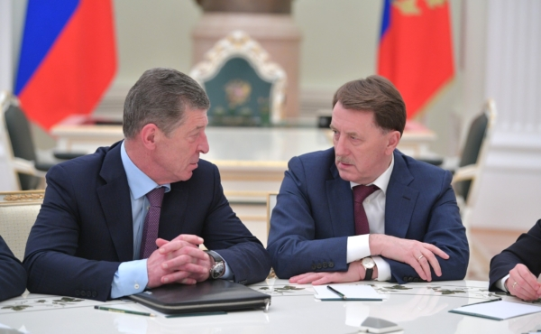 Дмитрий Козак (назначен на должность Заместителя Руководителя Администрации Президента) и Алексей Гордеев.