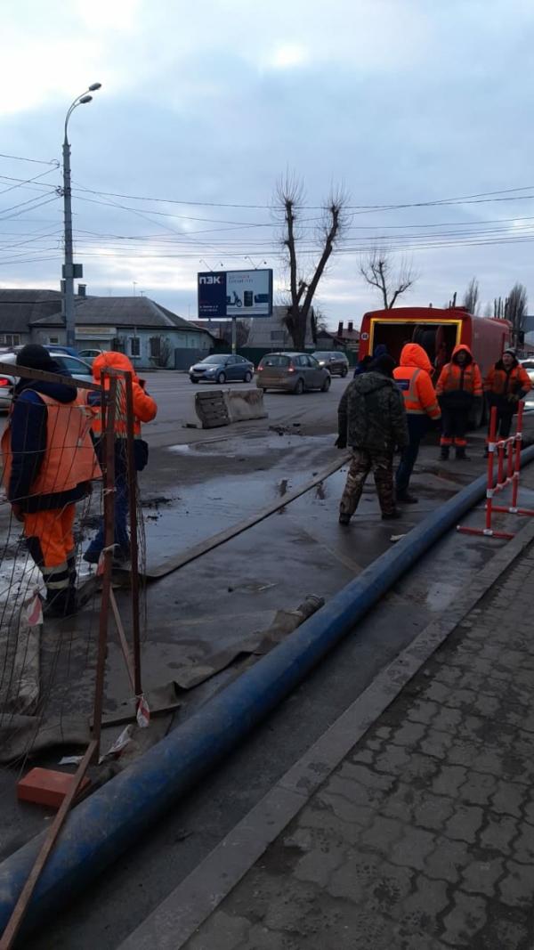 Коммунальная авария на пересечении улиц Димитрова и Волгоградской.