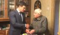 Алексей Чернов поздравил Николая Вялова.