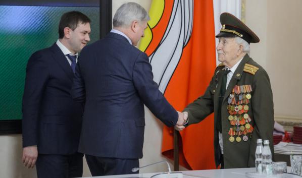 Ветераны ВОВ собрались в зале правительства Воронежской области.