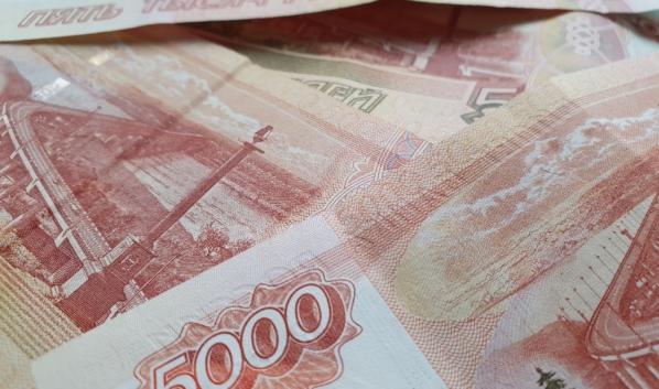 Мужчину заподозрили в похищении крупной суммы денег.