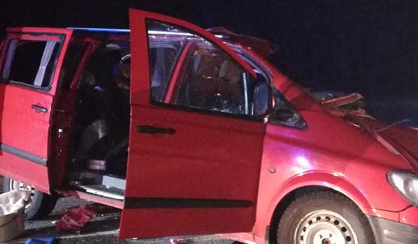 Погибли водитель и пассажиры Mercedes.