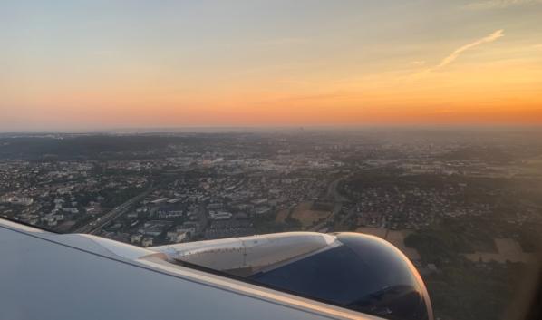 Самолет в итоге приземлился для дозаправки в Хельсинки.