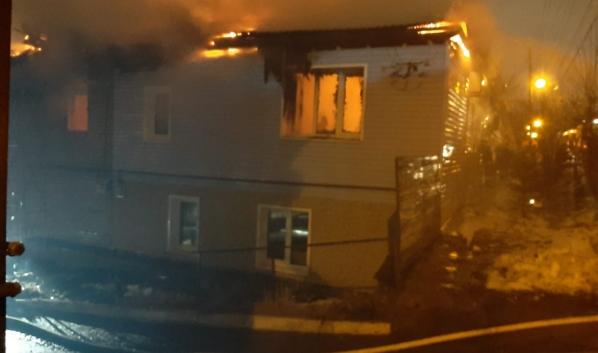 Дом был объят огнем.