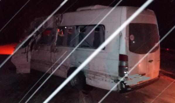 В микроавтобусе погибли два человека.