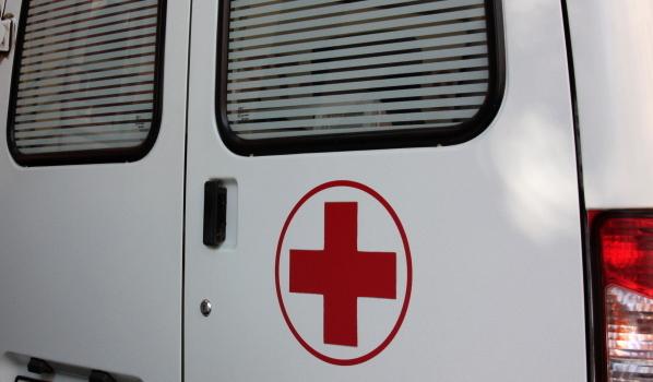 После аварии мальчику потребовалась помощь медиков.