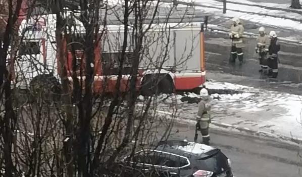 Пожарная машина застряла.