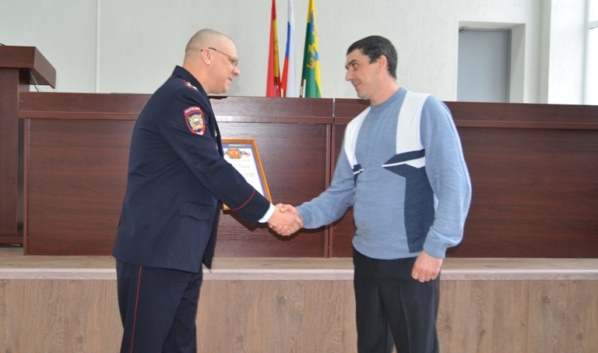 Сергею Самойлову вручили благодарность.