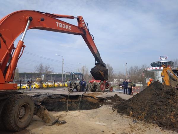 Авария на водоводе на улице Холмистой в Воронеже.