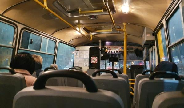 Автобусы опустели.