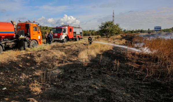 Коммунальные машины будут готовы поспешить на помощь пожарным.