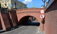 Будут красить свод Каменного моста.