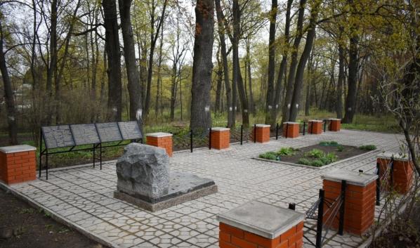 Восстановили братскую могилу №440.
