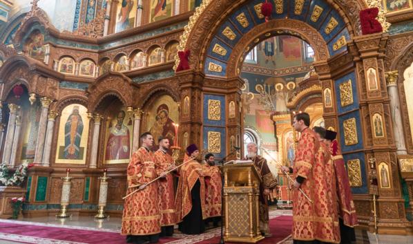 Праздничные службы пройдут во всех храмах, но при закрытых для посетителей дверях.