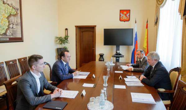 Председатель ЦЧБ Сбербанка Владимир Салмин встретился с губернатором Александром Гусевым.