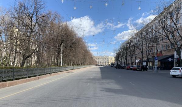 Из-за режима самоизоляции на улицах очень мало людей.