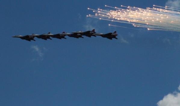 Воронежцы увидят военный авиапарад.