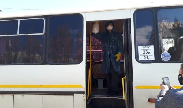 Автобус весь продезинфицировали.