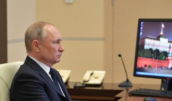 Перед совещанием с губернаторами и членами правительства Владимир Путин выступил со вступительным словом.