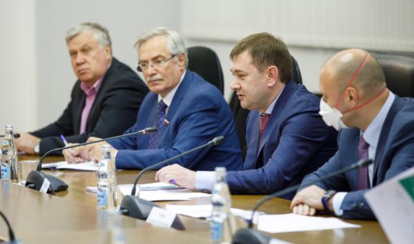 Заседание Совета провел Владимир Нетёсов.
