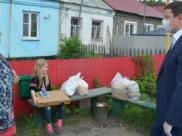 Депутаты горДумы помогают жителям Краснолесного.