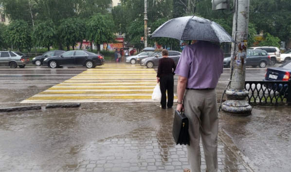 Без зонта на улицу в первую неделю лета лучше не выходить.