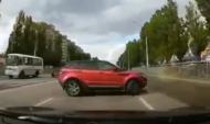 Range Rover едва не спровоцировал ДТП.