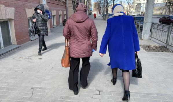 Люди старшего возраста ответственно относятся к самоизоляции.