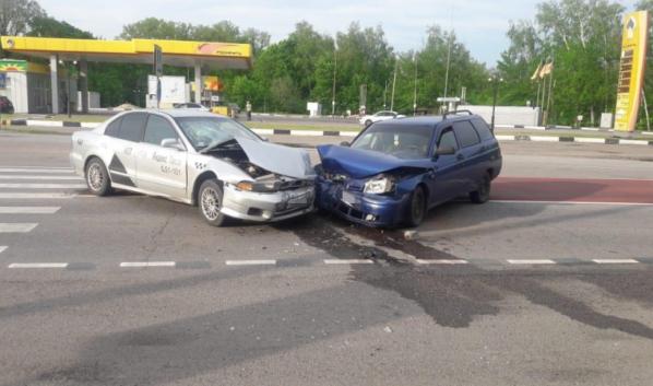 Лобовое столкновение авто в Грибановском районе.