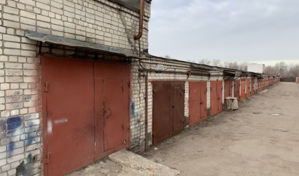 Угон произошел в гаражном кооперативе.