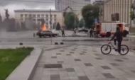 Машина загорелась прямо на площади Ленина в Воронеже.